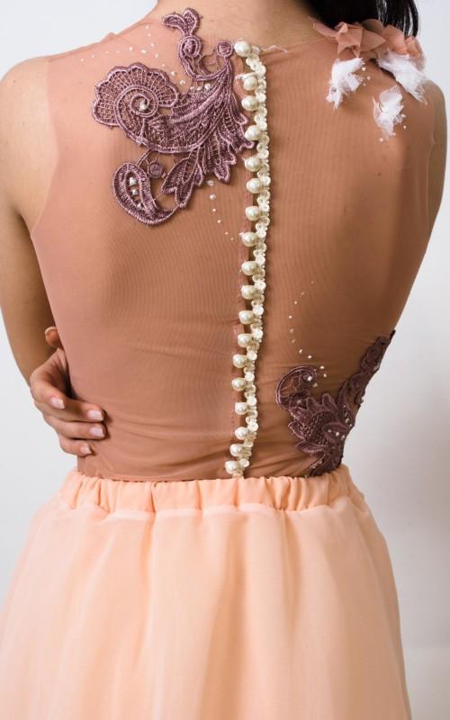 body din tulle accesorizat manual cu dantela si detalii de perle